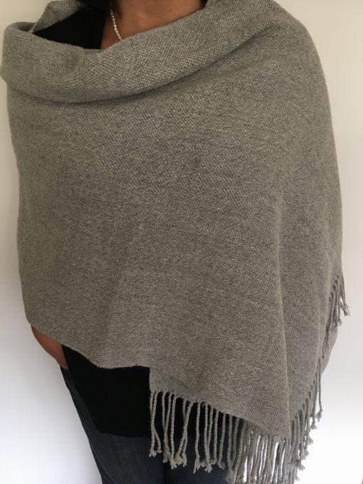 chal_gris_modelo1_shawl