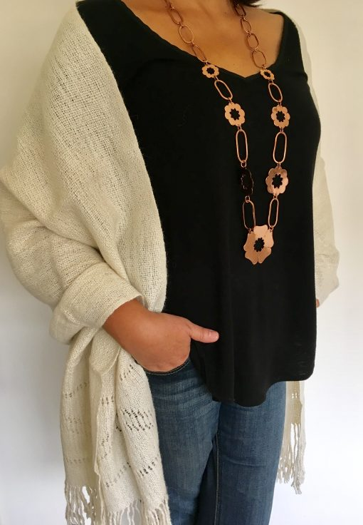 chal_alpaca_blanco_modelo2_wool_shawl