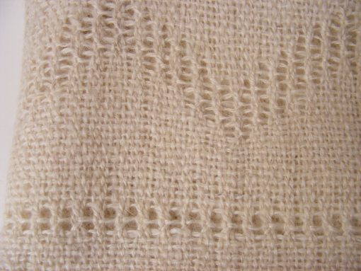 chal_alpaca_detalle_figura_blanco_wool_shawl